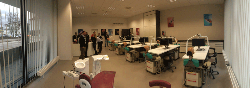 Heraeus has just finished their new facilities dedicated to the organization of post-graduate courses. They are excelent and have the latest technologies. Here, we were invited to organize advanced teoric and hands on courses for other dentists.