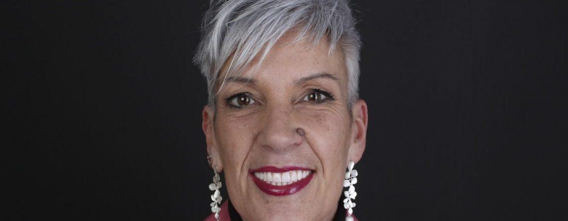 Laura's dental case: dental implant treatment