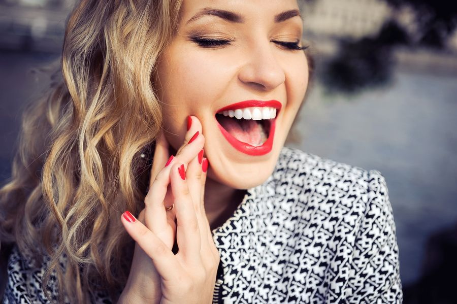 If you suffer from dental wear, at Padrós dental clinic we have the treatment of worn teeth. Your dental clinic in Barcelona