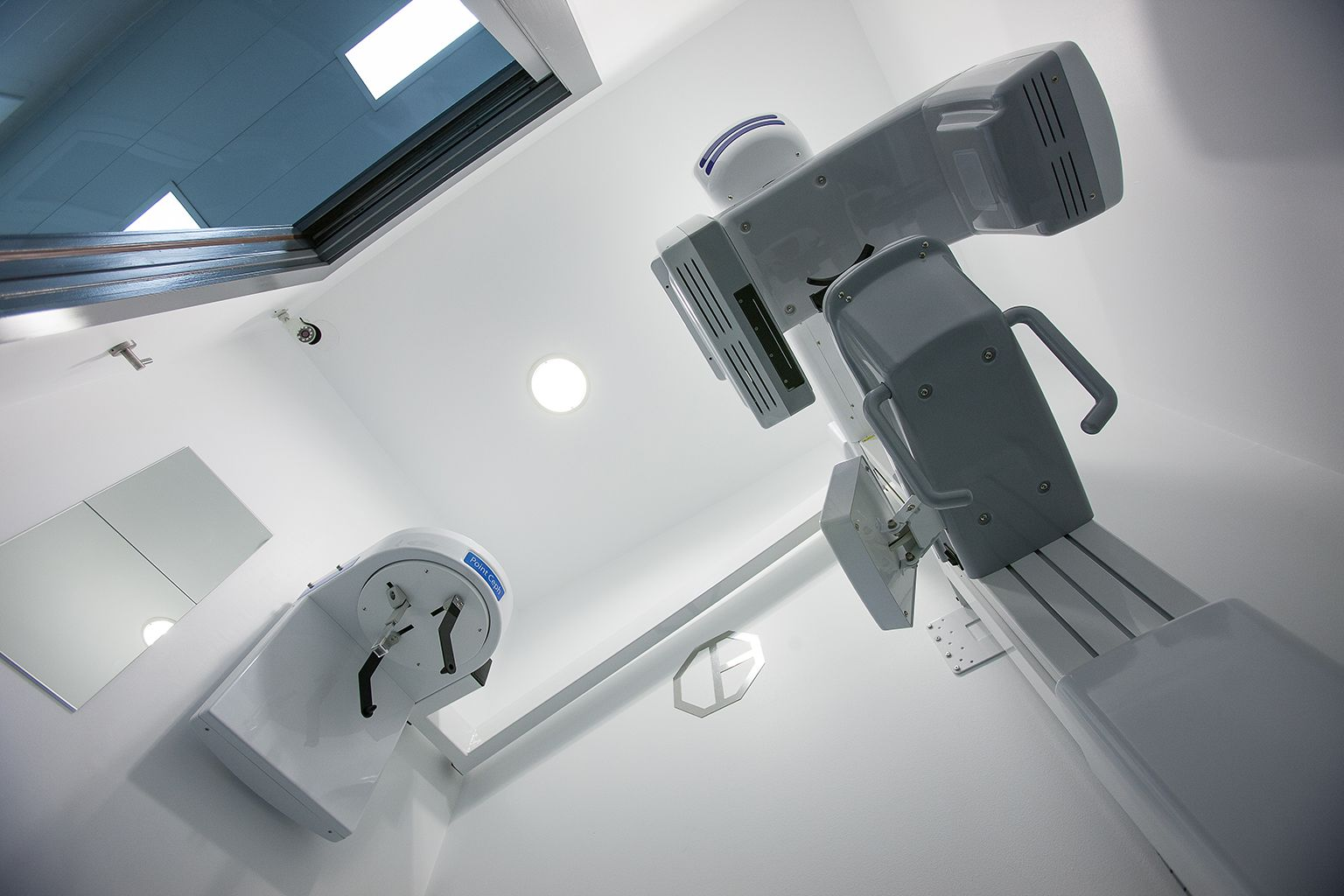 Dental clinic Padrós has the Pointnix 3D digital radiology system, with large size and high resolution sensor.